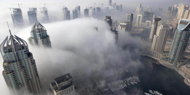 Brouillard matinal sur Dubaï.