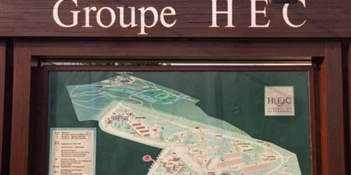 Photo du plan du site d'HEC (Ecole des hautes études commerciales), sur le campus de Jouy-en-Josas, près de Paris.