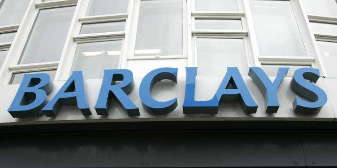Au total, la banque, qui emploie 140 000 salariés dans le monde, entend supprimer 14 000 emplois dès 2014.