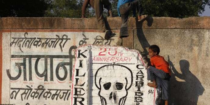 Les rescapés de Bhopal réclament justice, vingt-six ans après la catastrophe.