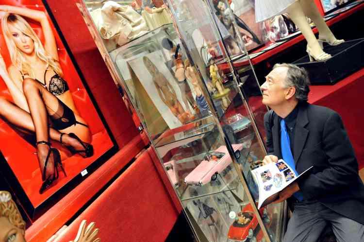 Un demi-millier de dessins, sculptures, peintures, bijoux ou encore planches de bande dessinée seront dispersés samedi à l'hôtel Drouot pour un total estimé à 500 000 euros.