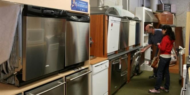 La proposition de loi du sénateur écologiste Jean-Vincent Placé pourrait faire de l'obsolescence programmée des appareils ménagers un délit.