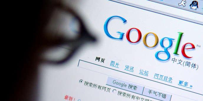 Un internaute consulte une page du moteur de recherche Google.