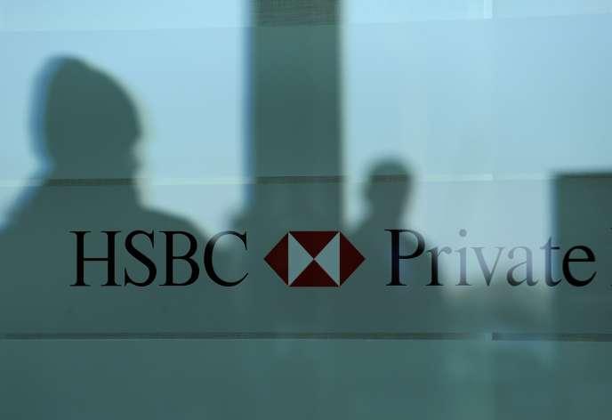 Devant des locaux de HSBC à Genève.