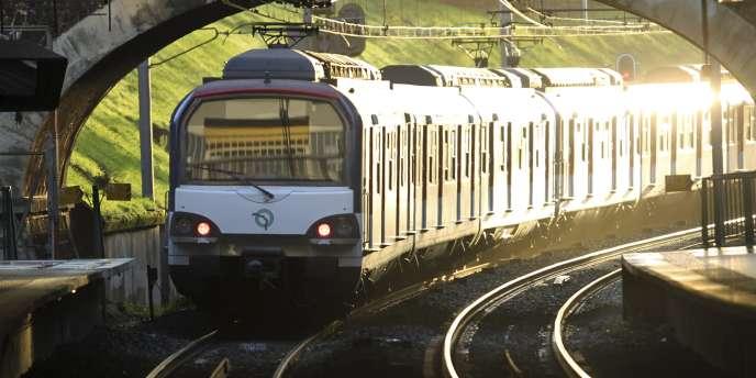 Un RER en gare de Fontenay-sous-Bois.