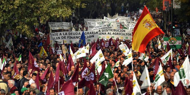 Manifestation pour demander des aides en faveur de l'agriculture, le 21 novembre 2012 à Madrid. L'Espagne peine à sortir de la crise économique.