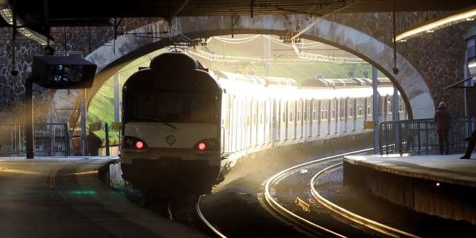 Sur la ligne du RER A, à Fontenay-sous-Boi