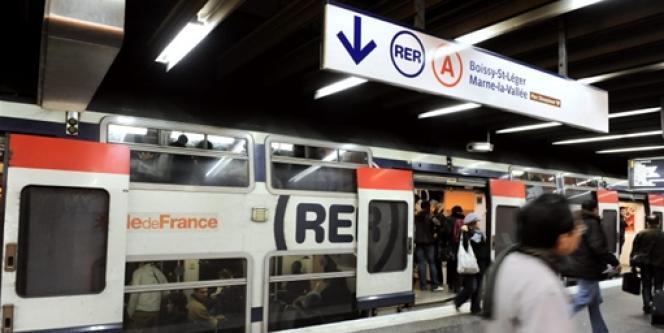 Un quai du RER A en décembre 2009.