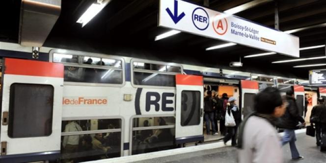 Un quai du RERA, en décembre 2009.