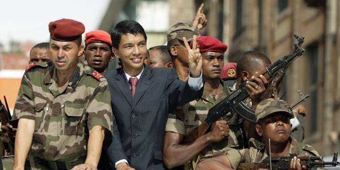 Andry Rajoelina, porté au pouvoir avec le soutien de l'armée en 2009, a abdiqué sa promesse de retrait en déposant sa candidature pour la prochaine élection présidentielle.