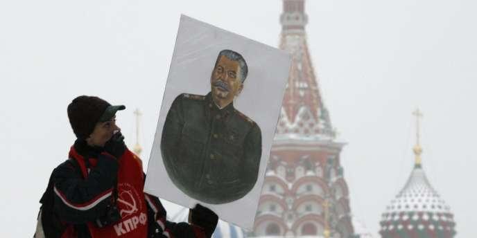 Célébration à Moscou du cent-trentième anniversaire de la naissance de Staline, le 21 décembre.