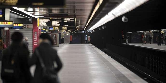 Le trafic de certains trains de banlieue, en particulier du RER A, pourra être interrompu pendant plusieurs semaines afin d'accélérer la rénovation du réseau de transports franciliens.