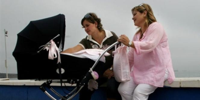 En Espagne, l'adoption homosexuelle est autorisée sans restriction depuis 2005.