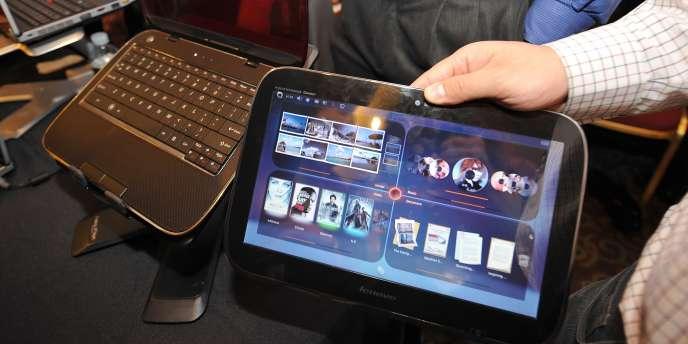 Un appareil hybride fabriqué par Lenovo, dont l'écran peut se détacher du clavier et se convertir ainsi en tablette tactile.