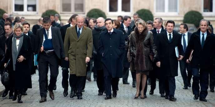 Les membres du gouvernement quittent le ministère de l'intérieur, le 5 janvier 2010.