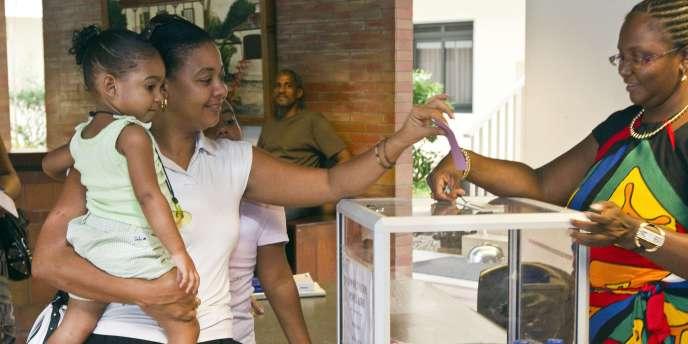 Le 10 janvier, Martinique et Guyane avaient dit non à une autonomie accrue à 79,3 % et 70,2 % respectivement.
