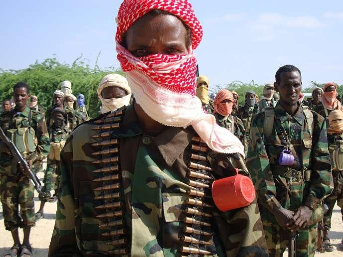 Des chabab lors d'un entraînement militaire près de Mogadiscio (Somalie), le 1erjanvier2010.