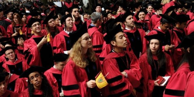 Lors des cérémonies de remise de diplômes à Cambridge.