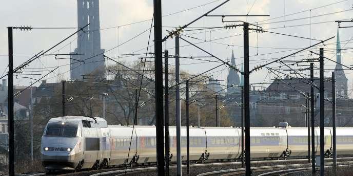 Un TGV quittant la gare de Strasbourg.