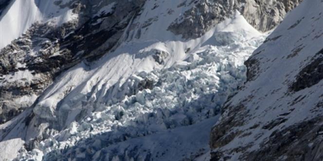 Les autorités tentaient dimanche de déterminer le nombre d'alpinistes présents lors de l'accident, afin d'avoir un compte exact des victimes.