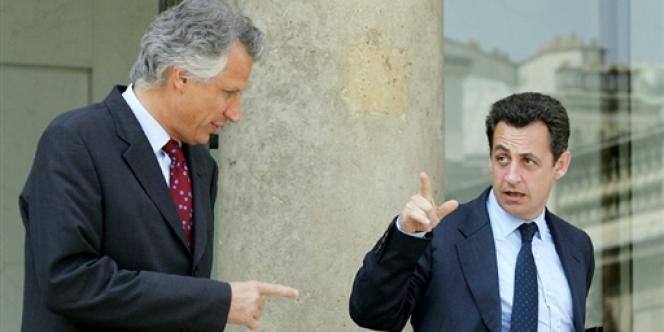 MM. Sarkozy et de Villepin, le 21 juillet 2004.