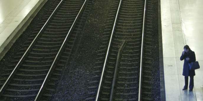 Le gouvernement français semble aujourd'hui déterminé à renforcer le lien entre la SNCF et Réseau ferré de France (RFF), le gestionnaire d'infrastructures.