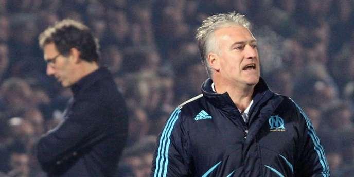 Didier Deschamps, à Bordeaux le 17 janvier 2010. En arrière-plan, Laurent Blanc.