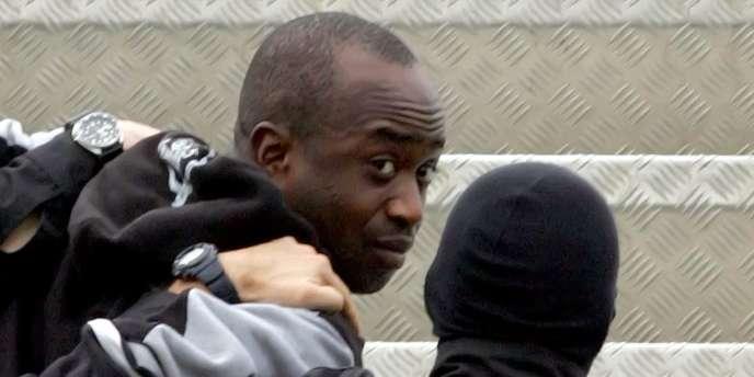 Youssouf Fofana, le 4 mars 2006, au départ d'Abidjan lors de son extradition vers la France.