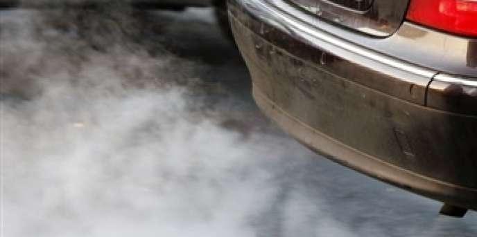 Pour réduire la moyenne d'émission de CO2 d'une flotte entière, les constructeurs doivent jouer sur tous les leviers : développement de voitures électriques, d'hybrides essence ou diesel, allégement de la masse des véhicules, amélioration des pneumatiques...