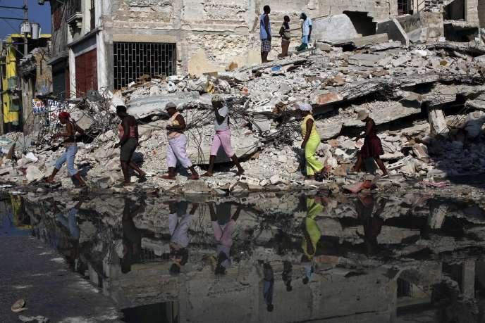 Les dommages en Haïti après le tremblement de terre de janvier 2010 avaient été évalués entre 3,5 et 5 milliards de dollars selon Paris.