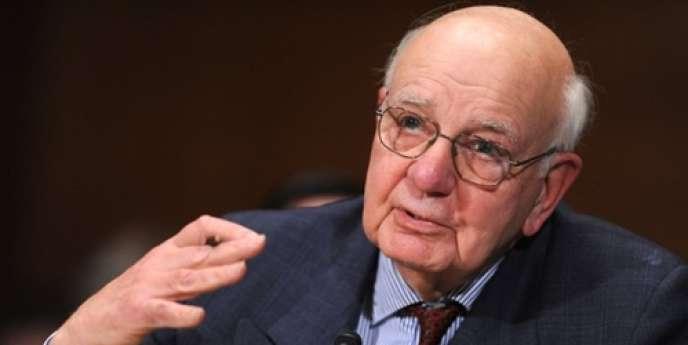 Paul Volcker, le 2 février 2010 à Washington. La nouvelle règle Volcker, du nom de son promoteur, l'ex-président de la Réserve fédérale américaine, Paul Volcker, interdit le trading pour compte propre (