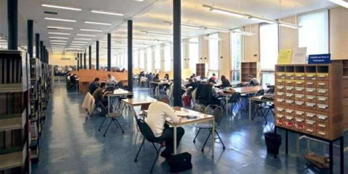 Le règlement intérieur, qui affirmait que « le domaine public de l'université constitue un espace ouvert et librement accessible au public », va être revu.