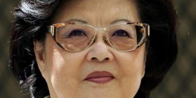 Mme Ung, la veuve de l'ancien président de l'Assemblée nationale, fuit pour la France le 9 avril 1975. Issue d'une grande famille cambodgienne, elle perd toute sa fortune et travaille comme documentaliste à la BNP jusqu'à sa retraite. (photo prise en 2004).