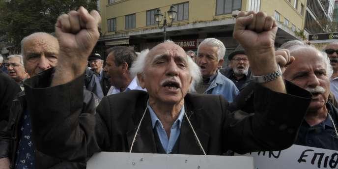 Manifestation dans les rues d'Athènes, le 3 mars 2010, à la suite du traitement de choc annoncé par le gouvernement.