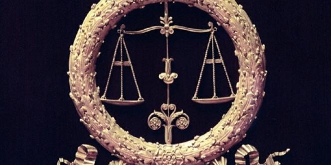 Lorsque le propriétaire ne souhaitant pas vendre n'a pas les moyens de racheter les parts des autres, si les deux tiers des voix sont réunis, les propriétaires concernés peuvent demander au juge d'autoriser la vente du bien aux enchères.