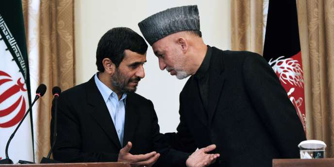 Le président iranien Mahmoud Ahmadinejad le président afghan Hamid Karzai à Kaboul, le 10 mars 2010.