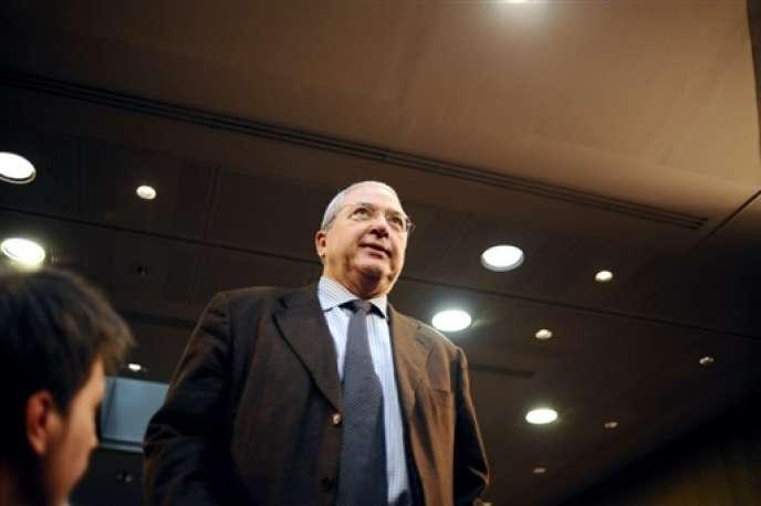 Le président de la région Ile-de-France, Jean-Paul Huchon, lors d'un meeting de campagne, en janvier 2010.