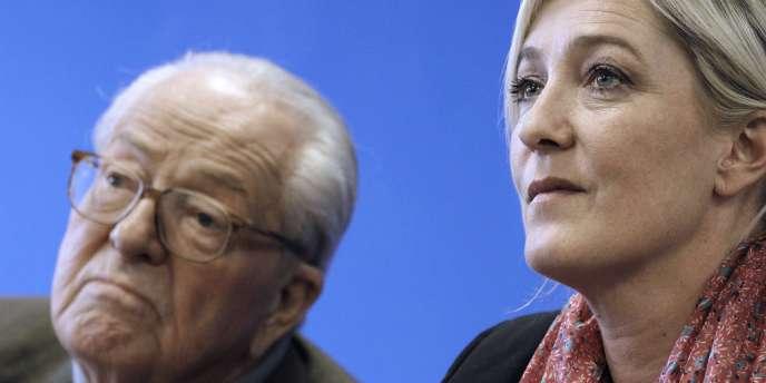 Jean-Marie et Marine Le Pen, le 15 mars 2010 à Nanterre.