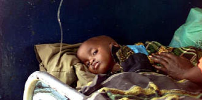 Un enfant africain souffrant du paludisme, maladie affectant la moitié de la population mondiale.
