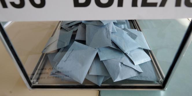 Les 22 et 29 mars 2015, 44,2 millions d'électeurs seront appelés aux urnes pour départager plusieurs milliers de candidats, parmi lesquels des élus nationaux.