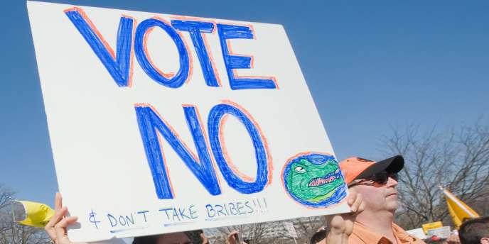 Des sympathisants du Tea Party, en mars 2010. Le mouvement ultra-républicain est farouchement opposé au relèvement du plafond de la dette américaine.