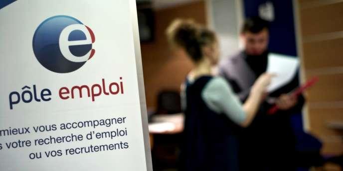 Le chômage des jeunes a résisté à tous les plans pour l'emploi qui, depuis Raymond Barre (1976-1981), ont été imaginés par la droite et la gauche.