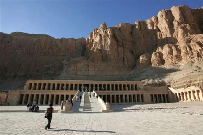 Le secteur du tourisme, qui fournit du travail à près de 10 % de la population, a plongé après la chute du régime de Hosni Moubarak en février 2011. Ici, le temple de Hatshepsout à Louxor.
