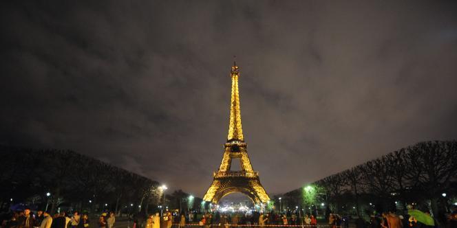 Aux affaires familiales qui sont cédées en France, s'ajoute la cession de murs par les grandes chaînes.