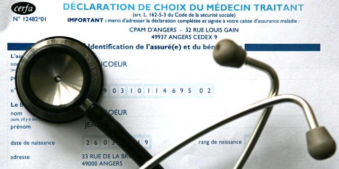 L'assurance-maladie tente de convaincre les médecins de secteur 2 de ne pas appliquer de dépassements d'honoraires aux patients qui ne peuvent s'offrir de mutuelle, avec des contreparties financières.