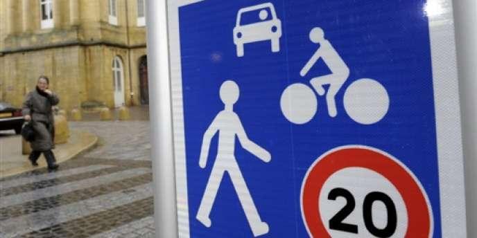 Le projet de Ségolène Royal en faveur de l'enseignement du code de la route dans les lycées de la région Poitou-Charentes suscite la colère des auto-écoles indépendantes.