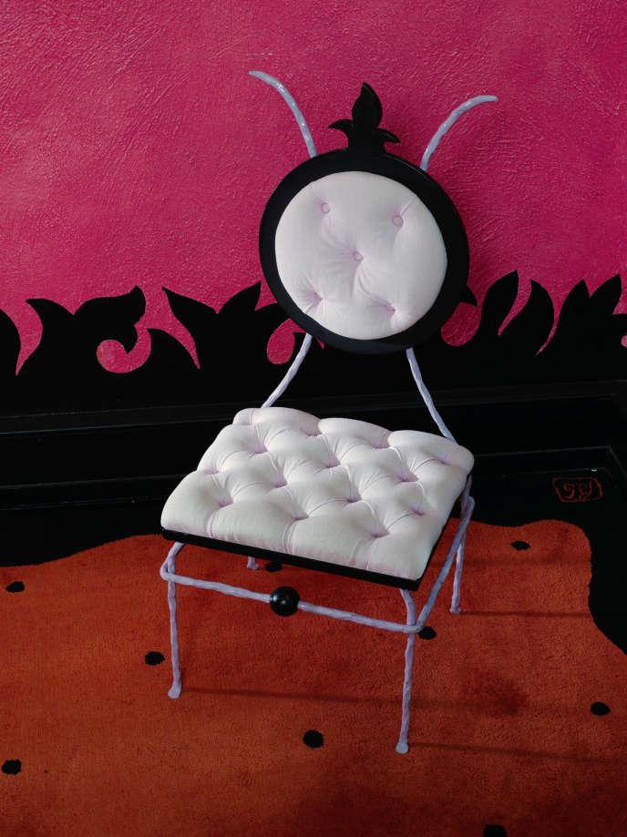 La chaise, signée par les créateurs Garouste et Bonetti, préemptée par le ministère de la culture, rejoindra d'autres trésors au Musée des arts décoratifs, à Paris.
