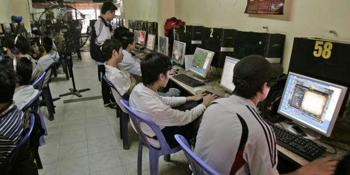 Un cybercafé à Hanoï.