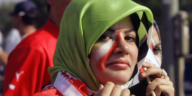Une supportrice iranienne en juin 2006, en Allemagne, après le match opposant son équipe au Portugal.