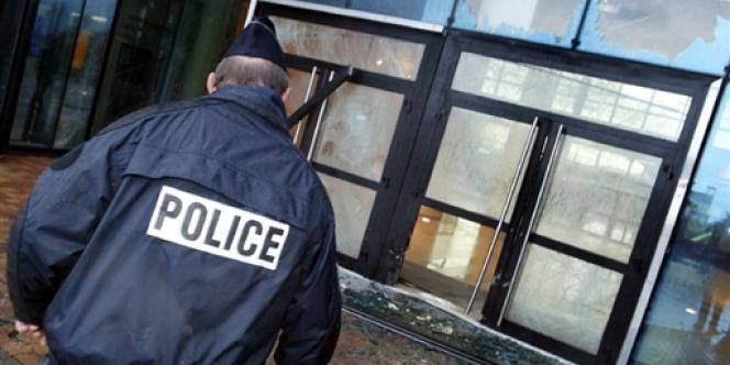 Un policier, le 23 octobre 2002.